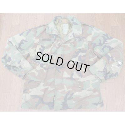 画像1: 米軍 米海軍徽章付きM65フィールドジャケット ウッドランド迷彩ブラスジッパー+プラスチックジッパー仕様MEDIUM-REGULARライナー付き