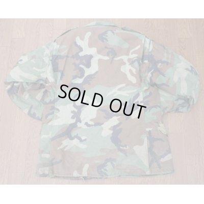 画像2: 米軍 米海軍徽章付きM65フィールドジャケット ウッドランド迷彩ブラスジッパー+プラスチックジッパー仕様MEDIUM-REGULARライナー付き