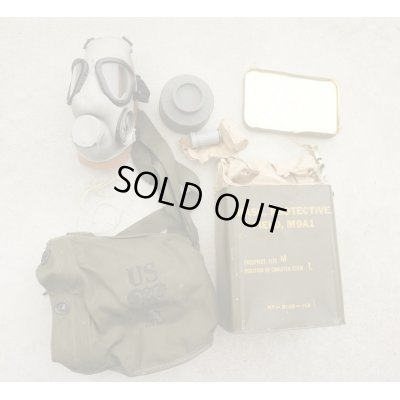 画像1: 米軍M9A1ガスマスク ガスマスクバッグ付き缶入りMEDIUM未開封新品