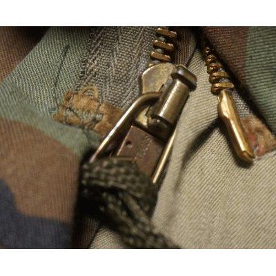 画像4: 輸出用? 米軍放出M65フィールドジャケット ウッドランド迷彩ブラスジッパー仕様DBAコントラクト品LARGE-REGULAR